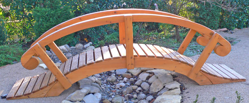 pont en bois pour jardin elegant charmant petit pont de bois pour jardin de chaises longues. Black Bedroom Furniture Sets. Home Design Ideas