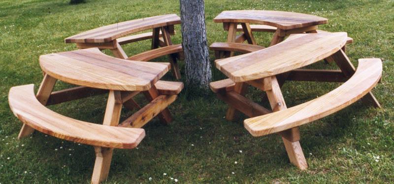 mobilier urbain bois massif banc table de pique nique poubelle pour parcs et jardins publics et. Black Bedroom Furniture Sets. Home Design Ideas